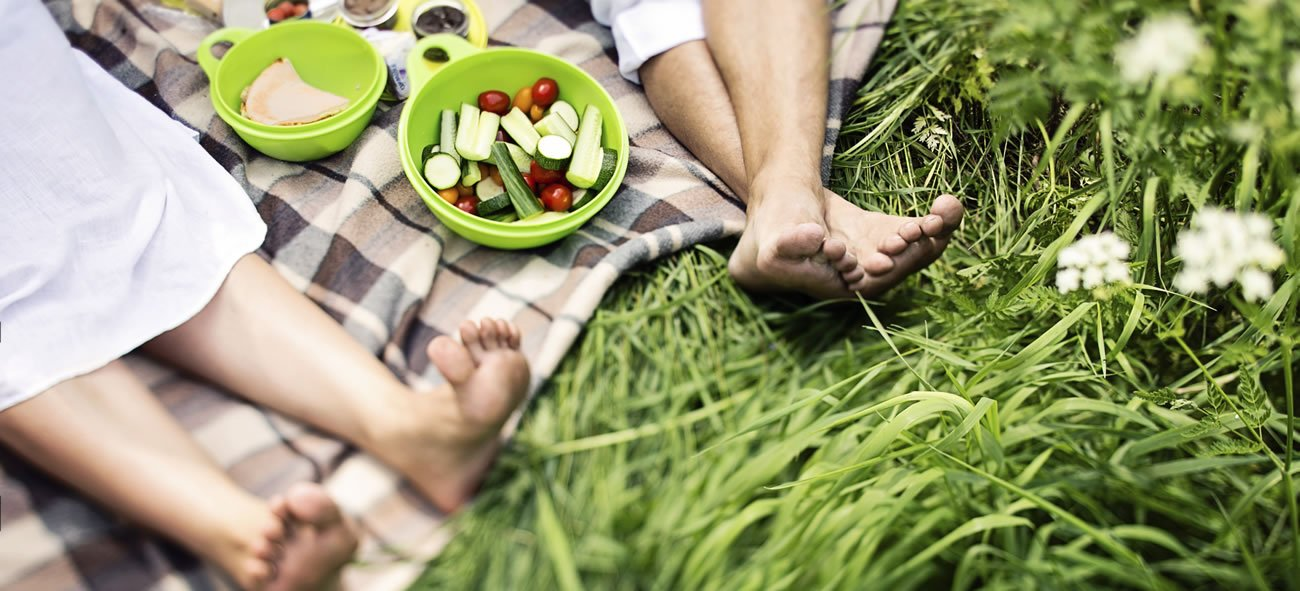 Summertime and the living is easy, especially with these healthy picnic foods.